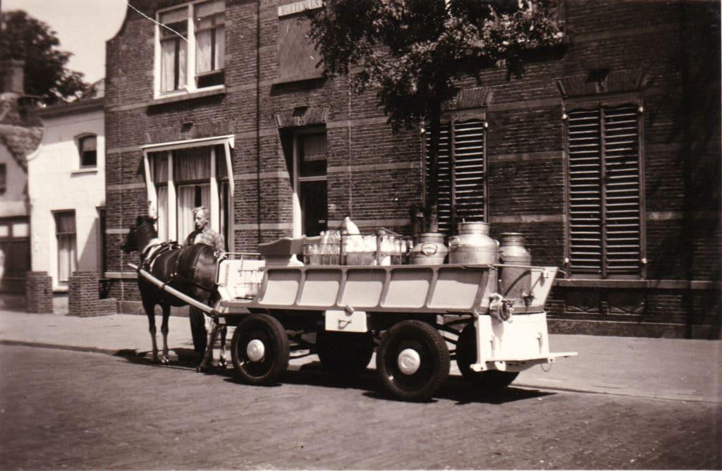 Opa met melkwagen